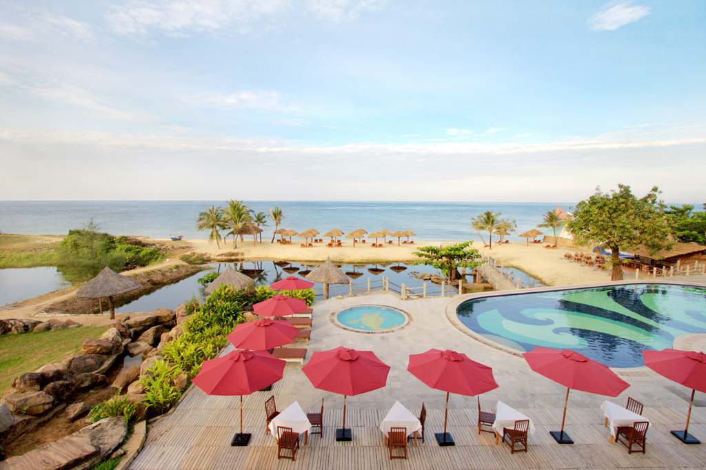 Long Beach Resort Phu Quoc - Beach View